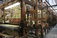 Vue intérieure de l'atelier de tissage à bras
